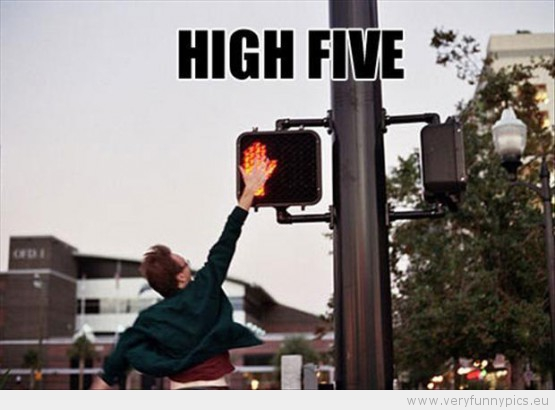 funny-picture-high-five-motorcykle-an-stop-light-555x410